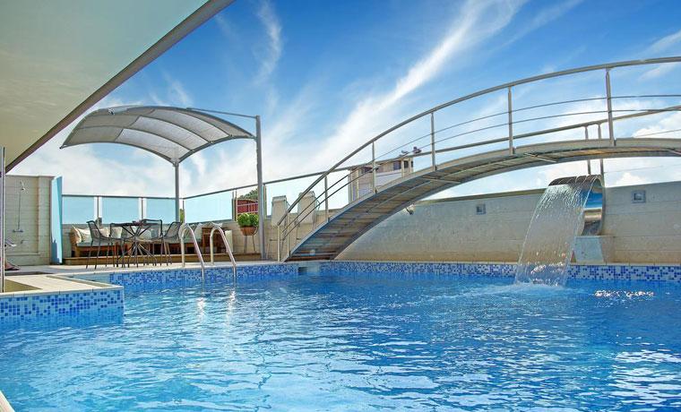 Παραλία Κατερίνης το καλοκαίρι Διαμονή 4 ημερών με ημιδιατροφή για 2 άτομα από 230€