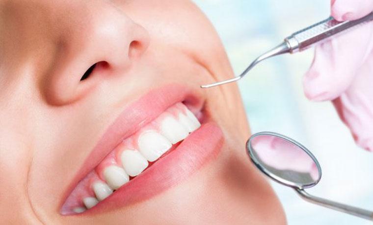 Καθαρισμός δοντιών με υπερήχους, αφαίρεση πέτρας, χρωστικών και στίλβωση στον Πειραιά