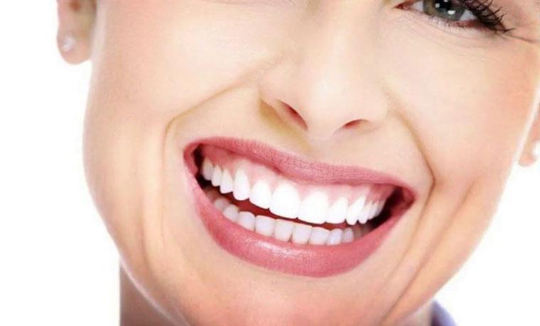 Λεύκανση Δοντιών με χρήση λάμπας ψυχρού φωτός LED για έως και τρεις τόνους λευκότερα δόντια